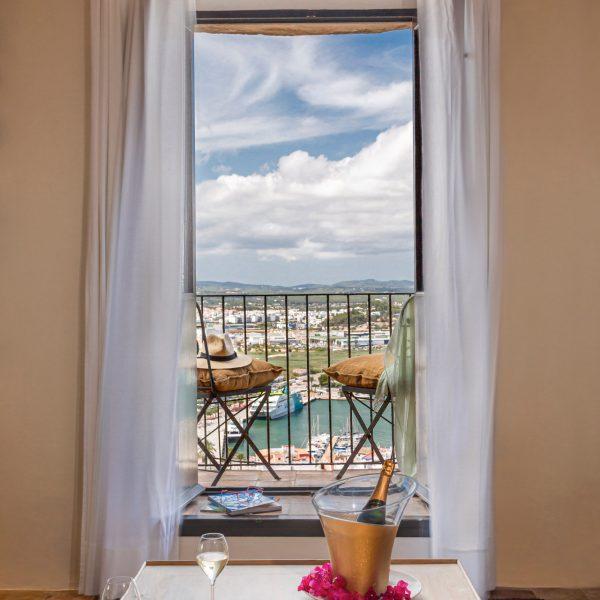 hotel_la_torre_del_canonigo_46_suite_vista_mar